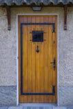 деревянное двери переднее Стоковые Фото