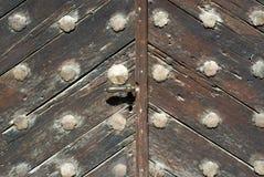 деревянное двери старое Стоковые Изображения
