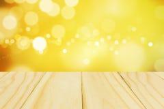 Деревянное излишек запачканное красивое с предпосылкой bokeh стоковое изображение