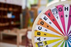Деревянное колесо уча письма и номера Стоковые Изображения