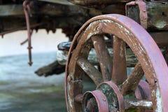Деревянное колесо экипажа Стоковые Изображения RF