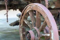 Деревянное колесо экипажа Стоковые Изображения