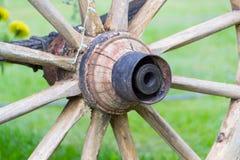 Деревянное колесо экипажа Стоковые Фотографии RF