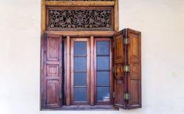 Деревянное коричневое окно Стоковые Фотографии RF