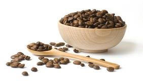 деревянное кофейной чашки beansin зажаренное в духовке Стоковая Фотография RF