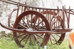 Деревянное колесо тележки или buckboard стоковые фотографии rf