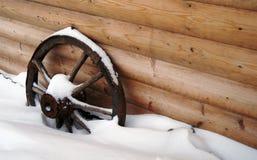 Деревянное колесо тележки. Стоковая Фотография