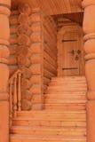 Деревянное крылечко с дверью Стоковое Фото