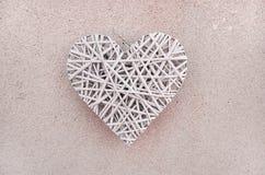 деревянное плетеное heart& x28; Valentine& x27; day& x29 s; стоковое изображение