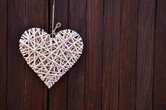 деревянное плетеное heart& x28; Valentine& x27; day& x29 s; стоковое изображение rf