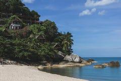 деревянное побережье лачуг на море стоковые изображения
