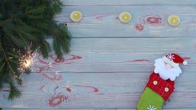 деревянное предпосылки голубое спрус и носок для подарков, огня ожога и фейерверков сток-видео