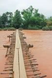 Деревянное река креста моста Стоковая Фотография RF