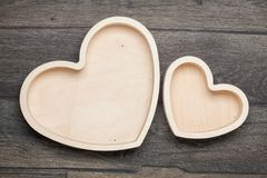 Деревянное сердце на предпосылке пусто стоковые фотографии rf