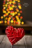 Деревянное сердце на темной таблице Валентайн дня s скопируйте космос Стоковые Фотографии RF