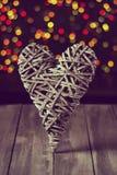 Деревянное сердце на темной таблице Валентайн дня s скопируйте космос Стоковая Фотография RF