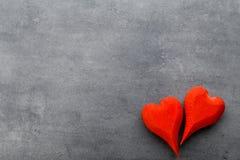 Деревянное сформированное сердце Поздравительные открытки Приветствие дня Валентайн Стоковые Фотографии RF