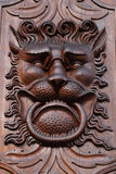 Деревянное украшение двери - голова льва Стоковые Изображения