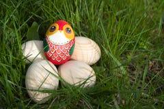 Деревянное яичко покрашенное с как сыч Стоковое Изображение
