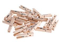 деревянное clothespins предпосылки белое Стоковое Изображение RF