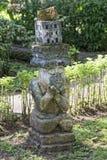 Деревянное tiki на тропическом пляже рая Стоковые Изображения