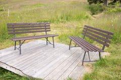 2 деревянной скамьи в парке Стоковые Изображения RF