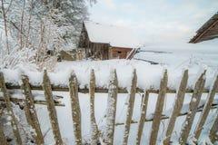 Деревянно обнести забором зима стоковые изображения rf