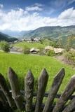 Деревянно обнести забором южный Тироль стоковые изображения rf