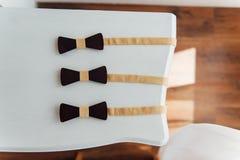 Деревянные бабочки на таблице цвета слоновой кости Стоковая Фотография RF