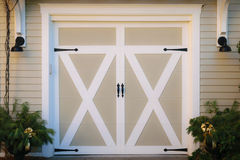 Деревянные двери гаража Стоковые Фото