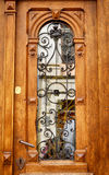 Деревянные двери с чугунной решеткой Стоковая Фотография RF