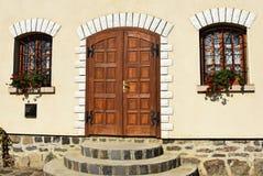 Деревянные дверь и окна дома Стоковое Фото
