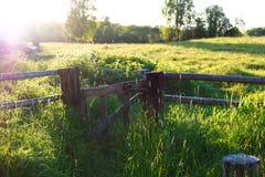 Деревянные ворота в деревне, лето стоковое фото rf