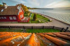 Деревянные дома в городе Nida стоковые изображения rf