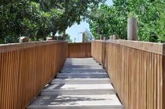 Деревянные лестницы - мост стоковые изображения