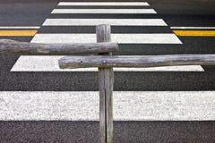 Деревянные загородка и пешеходный переход Стоковые Фото