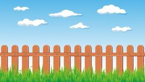 Деревянные загородка и трава в солнечной погоде Стоковое Фото