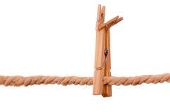 Деревянные зажимки для белья вися на веревочке Стоковые Фотографии RF