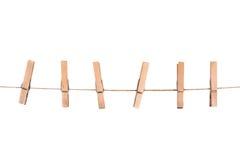 Деревянные зажимки для белья на веревочке Стоковые Изображения