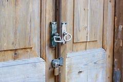 Деревянные запертые двери Стоковое Изображение