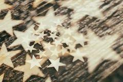 Деревянные звезды на коре дерева Стоковые Фото