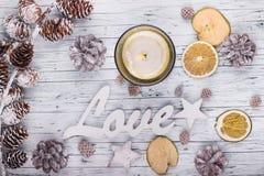Деревянные знак влюбленности и украшение рождества Стоковые Фотографии RF