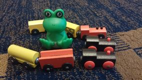 Деревянные игрушки и Godzilla стоковые фото