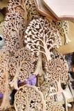 Деревянные каботажные судн высекаенные в форме деревьев в Zakopane, Польше стоковые изображения