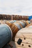 Деревянные катушки кабеля Стоковые Изображения