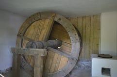 Деревянные катят внутри мельницу внутрь Стоковые Фото