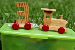 Деревянные комплекты поезда игрушки на коробке Стоковые Фотографии RF