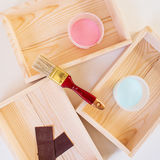 Деревянные коробки и краска Стоковая Фотография RF