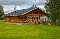 Деревянные коттеджи домов в древесинах Стоковое Фото