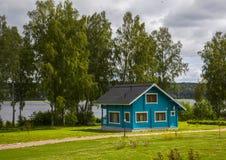 Деревянные коттеджи домов в древесинах Стоковая Фотография RF